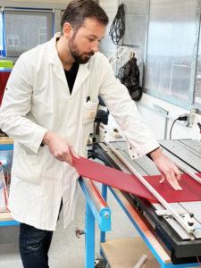 opération de pliage à chaud du plexiglas